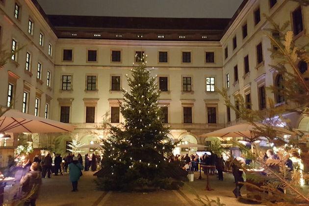 Münchner Weihnachtsmarkt 2019.Christkindlmarkt Im Bayerischen Staatsministerium Für Ernährung