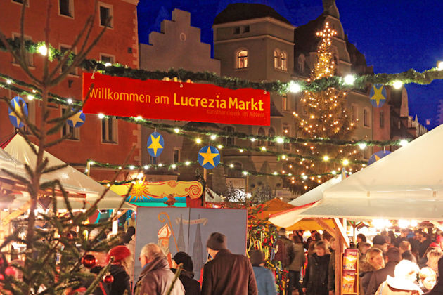 lucrezia weihnachtsmarkt der kunsthandwerker in regensburg 2018. Black Bedroom Furniture Sets. Home Design Ideas