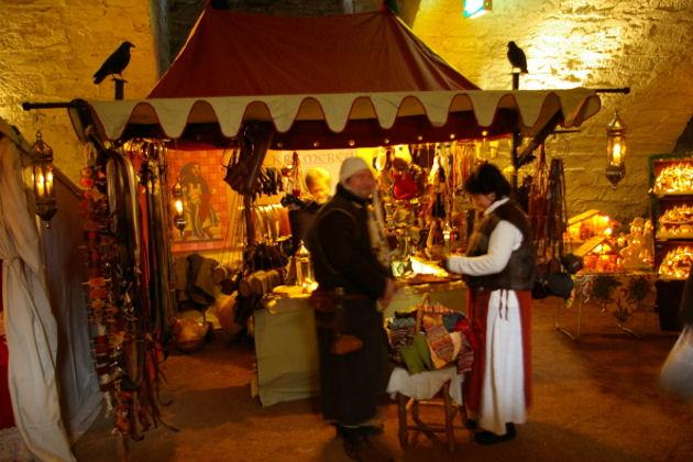 Mittelalterlicher Weihnachtsmarkt.Mittelalterlicher Weihnachtsmarkt Auf Dem Schloss