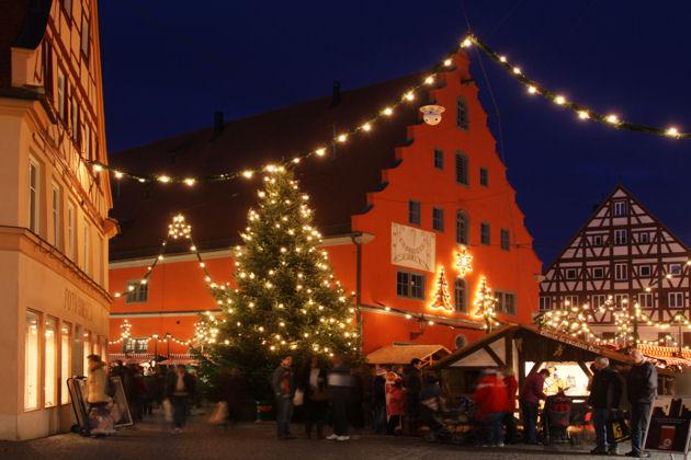 Romantischer Weihnachtsmarkt.Romantischer Weihnachtsmarkt In Nördlingen