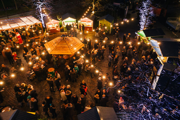 Weihnachtsmarkt an der apostelkirche in hamburg eimsb ttel 2018 - Weihnachtsbaumverkauf hamburg ...