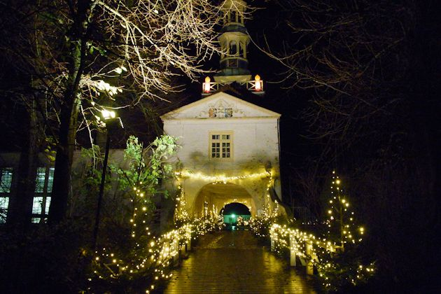 Weihnachtsmarkt Greetsiel.Weihnachtsmarkt Im Wasserschloss In Dornum