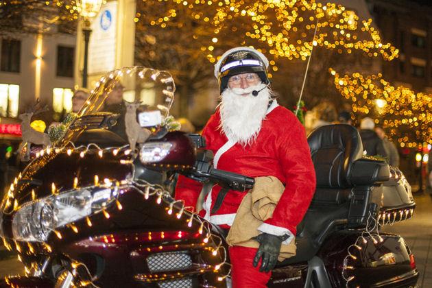Weihnachtsmarkt Düsseldorf Eröffnung.Weihnachtsmarkt Mit Sternchenmarkt In Düsseldorf